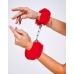 Шикарные наручники с пушистым красным мехом Le Frivole